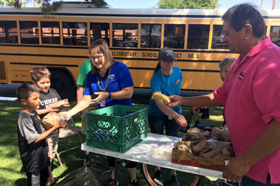 Mobile Lunch Bus_Serving Food to children in front of school bus