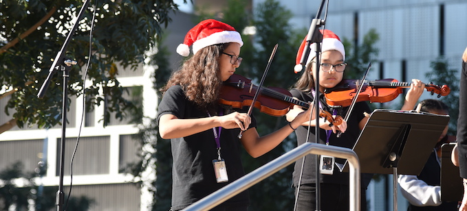 Connolly_GirlsPlayingViolinsInSantaHats_680x308
